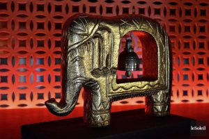 1174076-bibelot-forme-elephant-trouve-niches